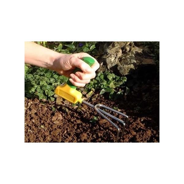 Kultywator ogrodniczy z ergonomicznym uchwytem dla niepełnosprawnych